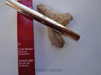 Clarins – Instant Light Brush-On Perfector